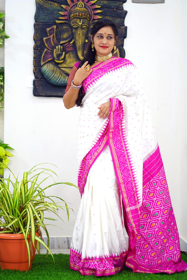 Pochampally ikat buta saree
